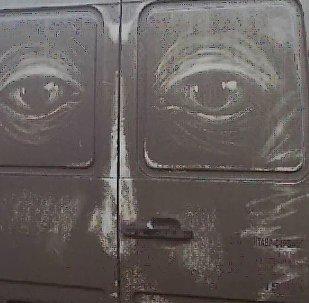 在脏车上作画