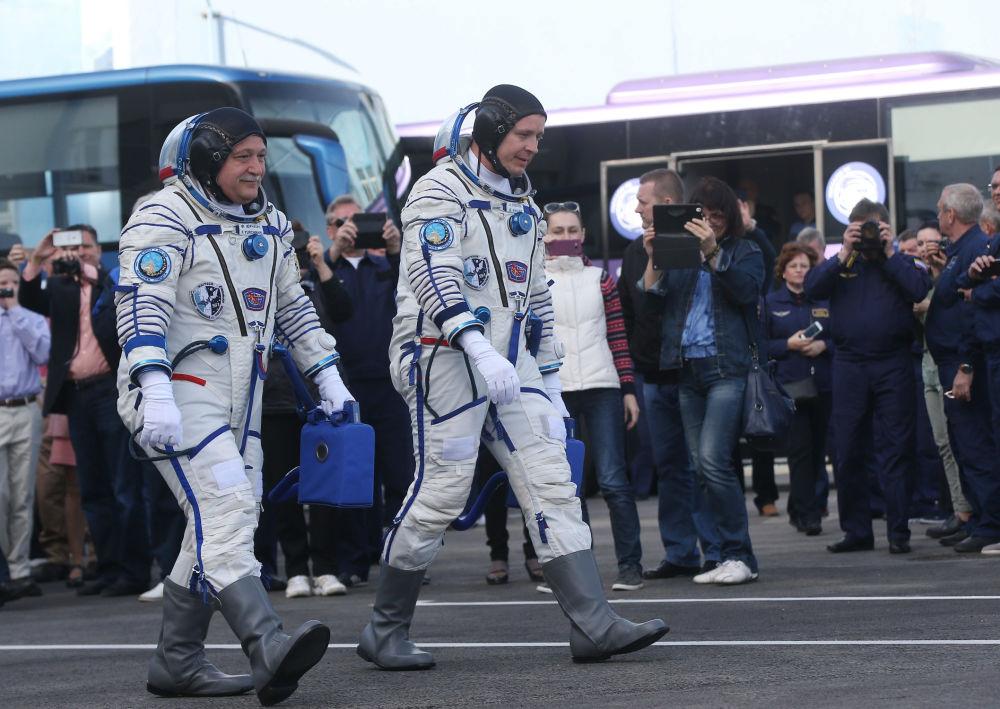 """搭载""""联盟MS-04""""人造卫星的""""联盟-FG""""运载火箭从拜科努尔发射场升空。"""