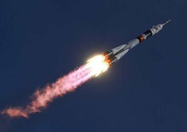 """俄""""联盟""""号飞船与国际空间站成功对接"""