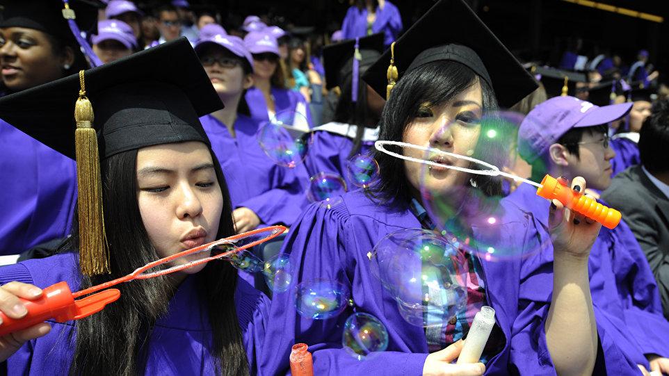 越来越多的在西方国家学习的中国大学生毕业后回国