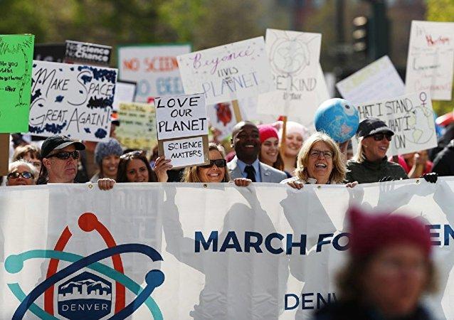 """在美国发生了抗议特朗普的""""为科学发声""""活动"""