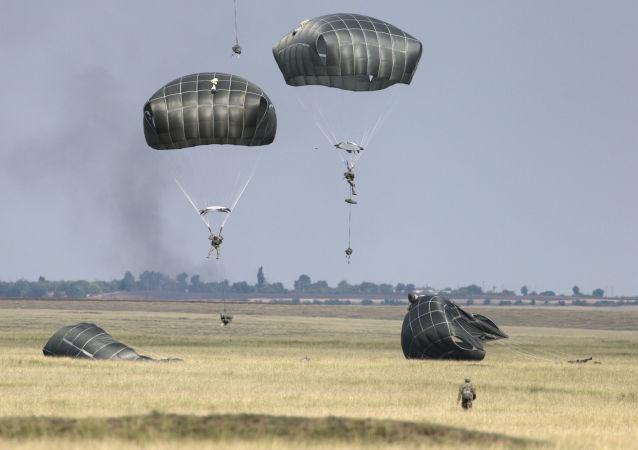美军未经当地居民同意在日冲绳岛上举行伞兵演习