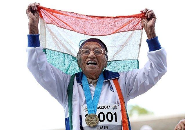 印度101岁老人参加世界运动会百米赛跑