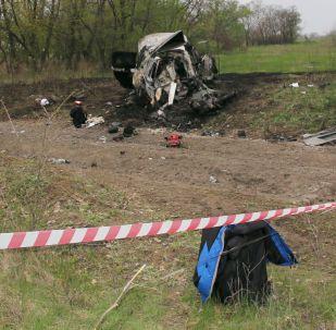 4月23日由两辆汽车组成的欧安组织监督团巡查车队在卢甘斯克触雷被炸