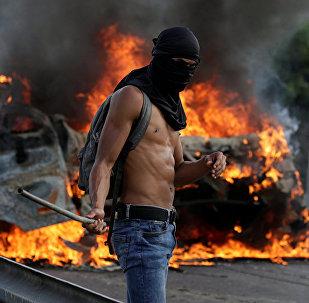 媒体:委内瑞拉大规模抗议活动中的死亡人数升至25人