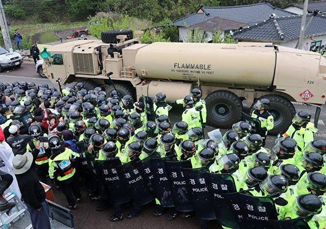 设备的抵达引发了警方与当地居民的冲突