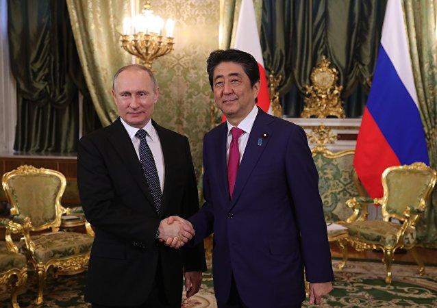 普京与安倍将于7月7日的会晤上讨论朝鲜半岛局势及和平条约