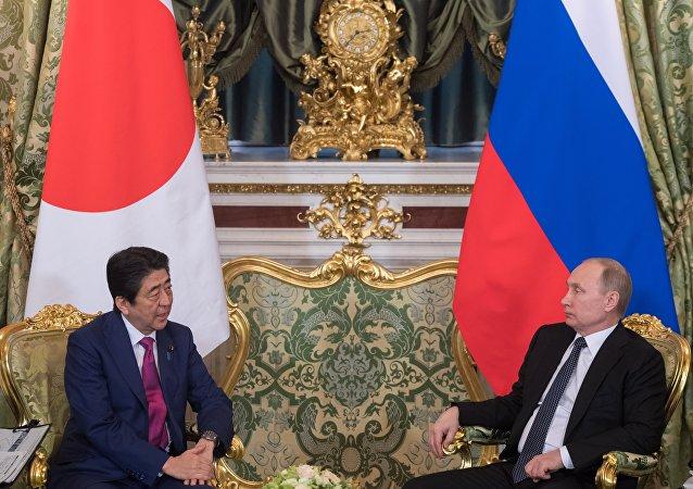 日本首相重申准备解决与俄的和平条约问题