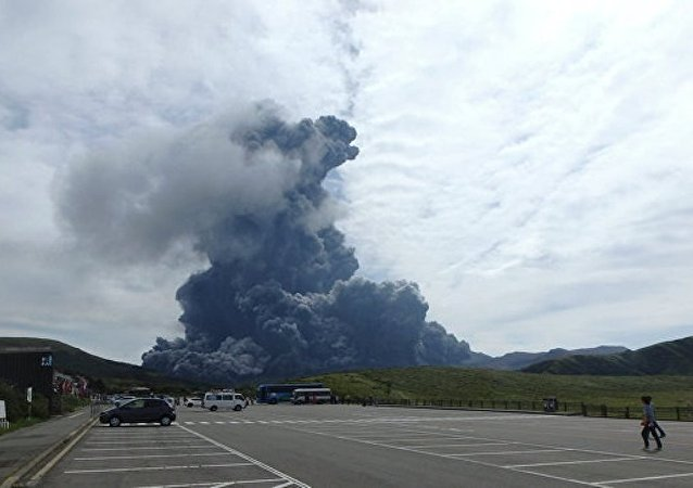 日本樱岛火山喷发 火山灰柱高达3200米