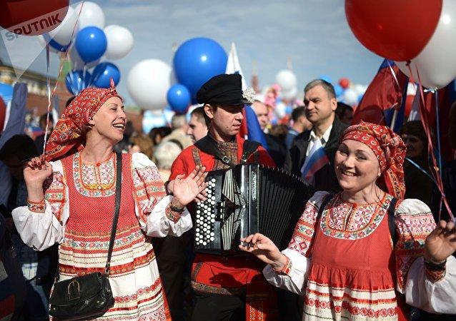 莫斯科约150万人参加五一庆祝活动