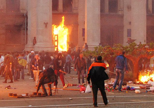 5月2日在乌克兰城市敖德萨举行了纪念活动,悼念2014年5月2日悲剧的死难者(资料)