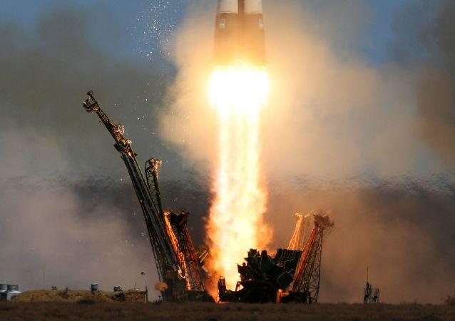"""俄""""进步MS-06""""号货运飞船飞往国际空间站"""