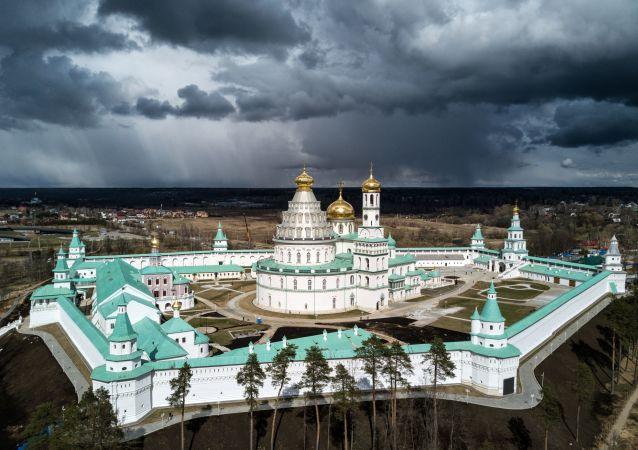 民调:俄罗斯人开始更多地相信来世