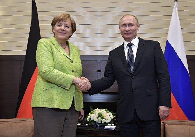 德国总理默克尔表示,她与俄罗斯总统普京的会谈内容充实,俄罗斯是个有建设性的伙伴国。