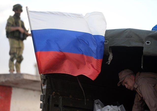 俄国防部:一昼夜内叙1400多居民获得俄方近5吨人道援助物资