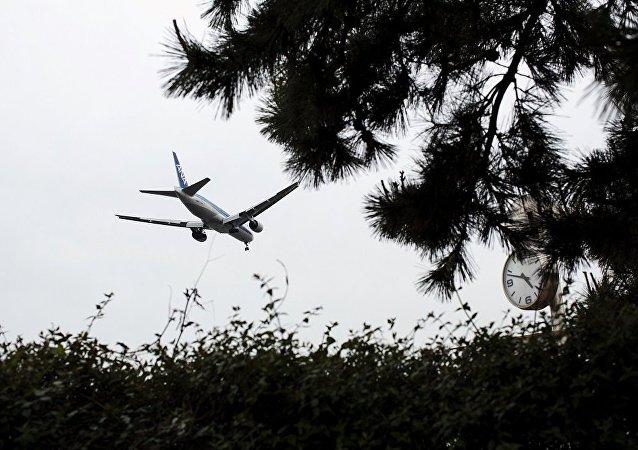 全日空航空一架波音飞机因发动机发生故障紧急在俄罗斯迫降