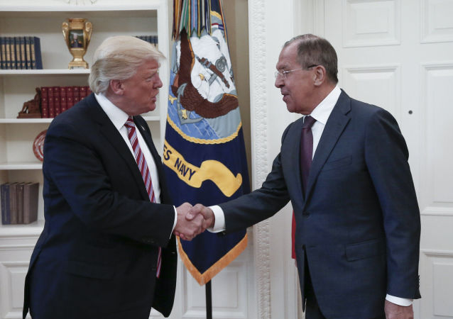 拉夫罗夫评论对他与特朗普会面时的照片闹得沸沸扬扬一事