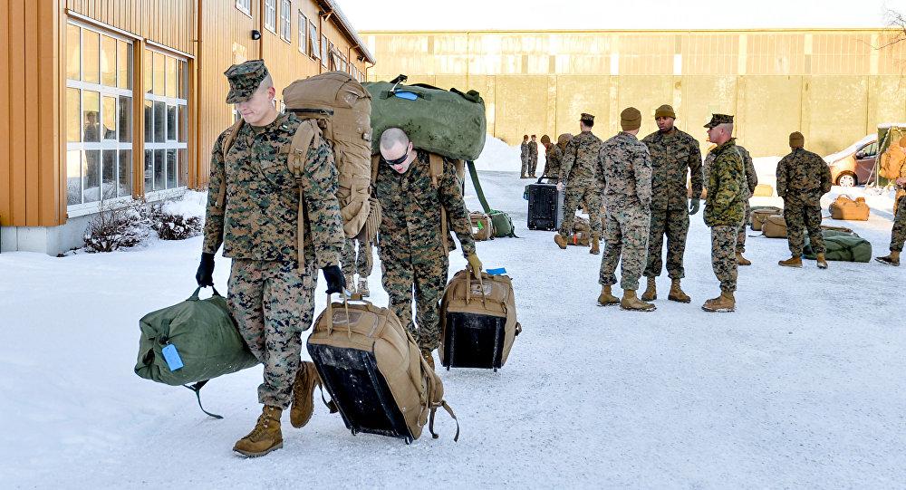 媒体:美国海军陆战队员在俄罗斯海岸边演习被冻僵