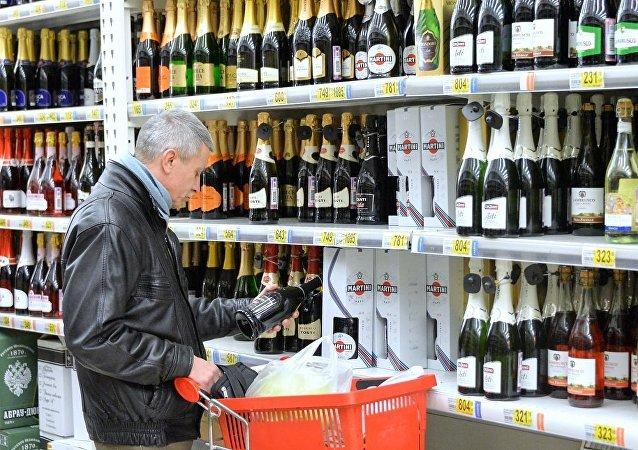 俄罗斯麻醉学专家:喝酒的损失比酒类销售收入高出三倍