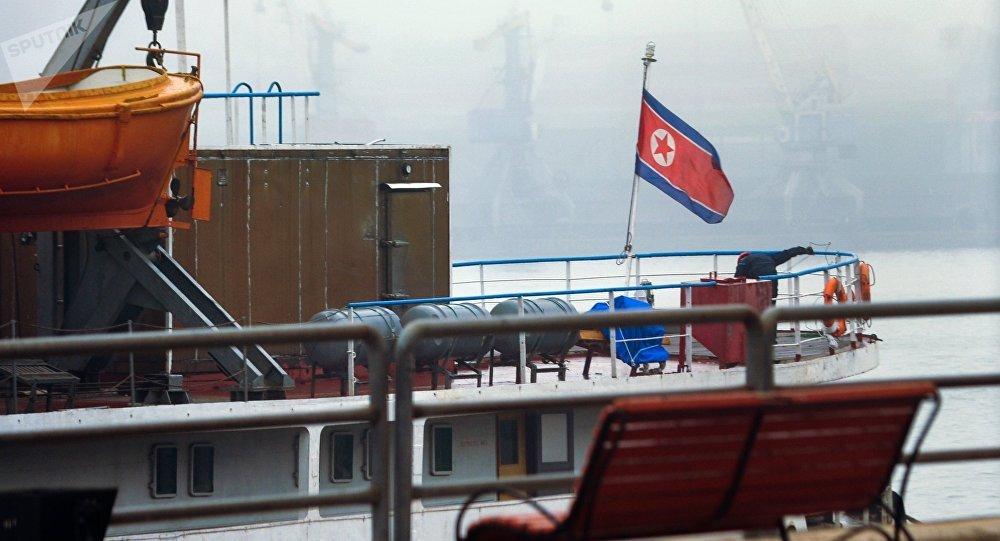 俄法警将8名朝鲜非法渔民驱逐出境
