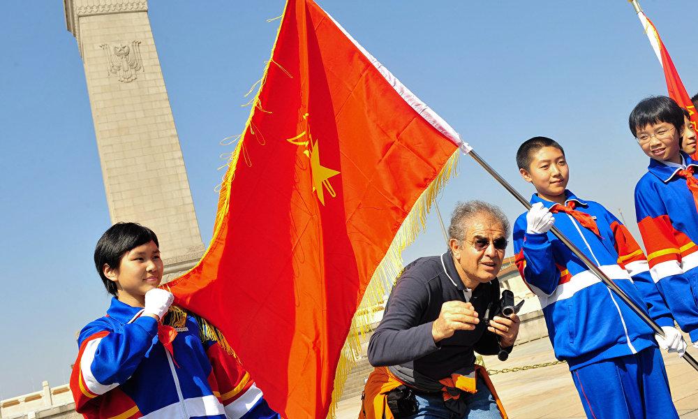 """在中国共产主义青年团领导层的声明中说,共青团将帮助港澳台青年在正确认知""""一国两制""""原则的基础上发展与大陆文化的和谐认同。"""