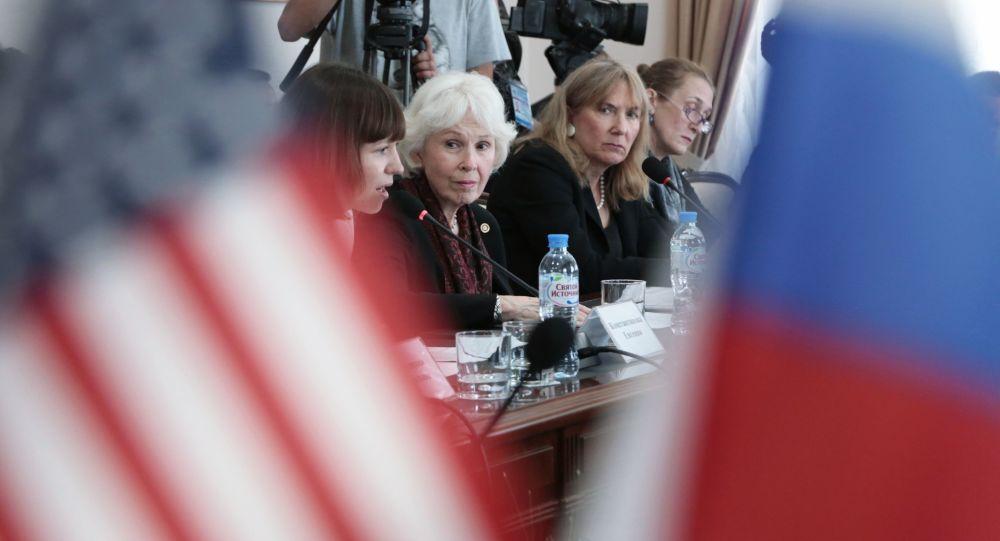 美國「公民先鋒中心」負責人莎倫·坦尼森在克里米亞