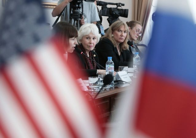 """美国""""公民先锋中心""""负责人莎伦·坦尼森在克里米亚"""