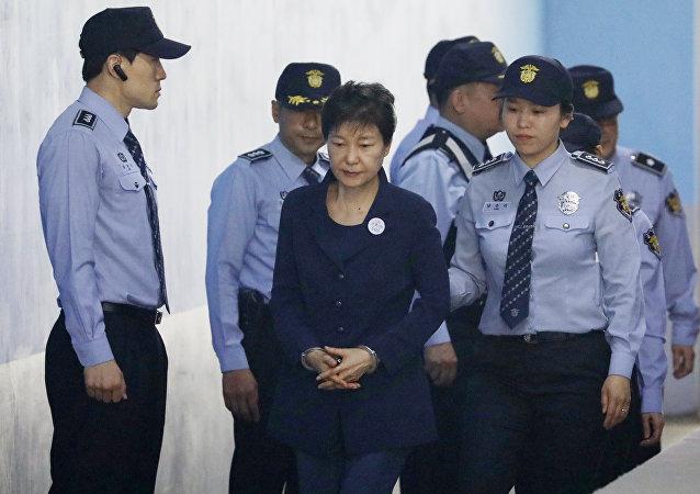 韩国前总统朴槿惠在一审中否认所有指控