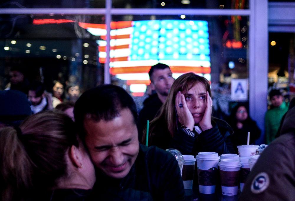 《大选之夜》,俄罗斯摄影师阿列克谢·菲利波夫