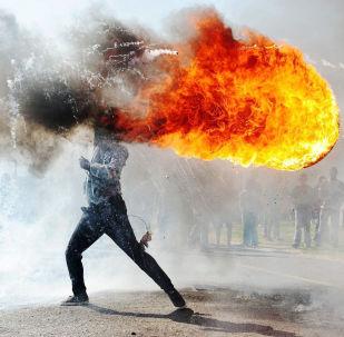 《格拉布抗議(南非)》,南非攝影師凡杜爾瓦茲·扎伊克洛(Phandulwazi Jikelo)
