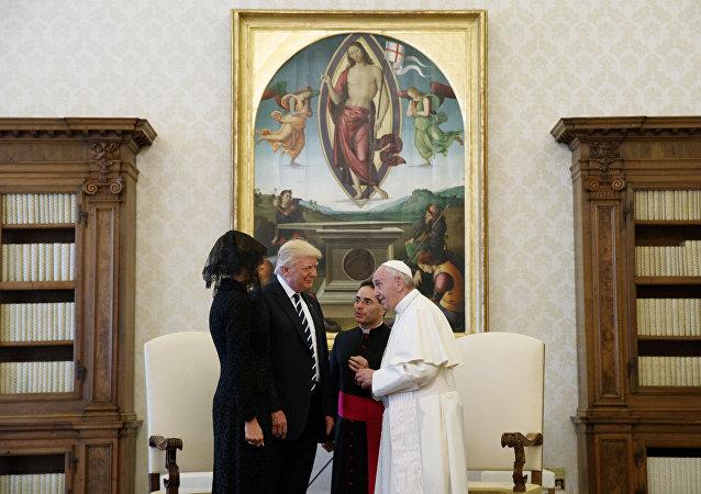 罗马教皇与特朗普在梵蒂冈的会面持续半小时