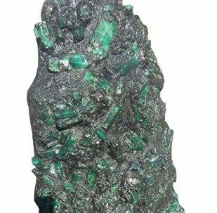 """巴西矿工发现了重逾270公斤的""""祖母绿""""宝石"""