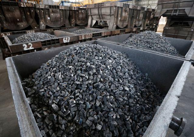 俄中企业完成向滨海边疆区的纳霍德卡站首批煤炭装运