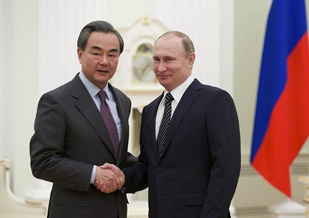 普京感谢习近平在一带一路高峰论坛期间给予的热情接待