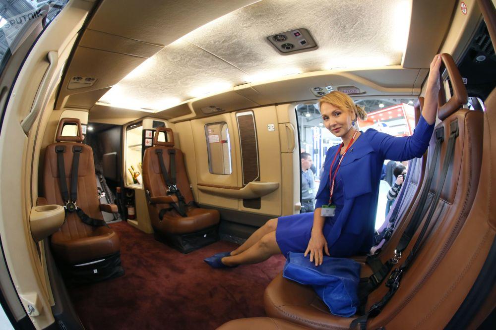 俄罗斯国际直升机产业展览会在莫斯科举行