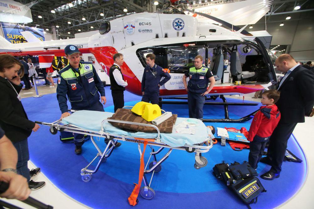 俄罗斯卫生健康部所使用的多目标直升机 - Eurocopter EC 145
