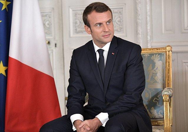 特朗普夫婦將贈送法國總統白宮座椅上一塊蒙皮