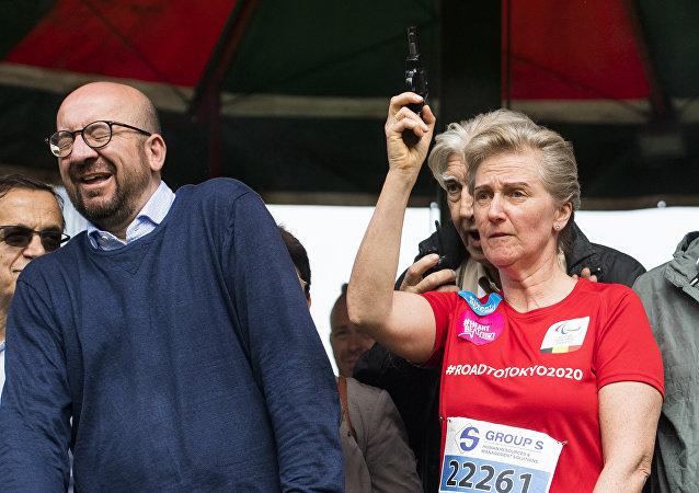 比利时公主为马拉松起跑鸣枪,枪声损害了总理听力
