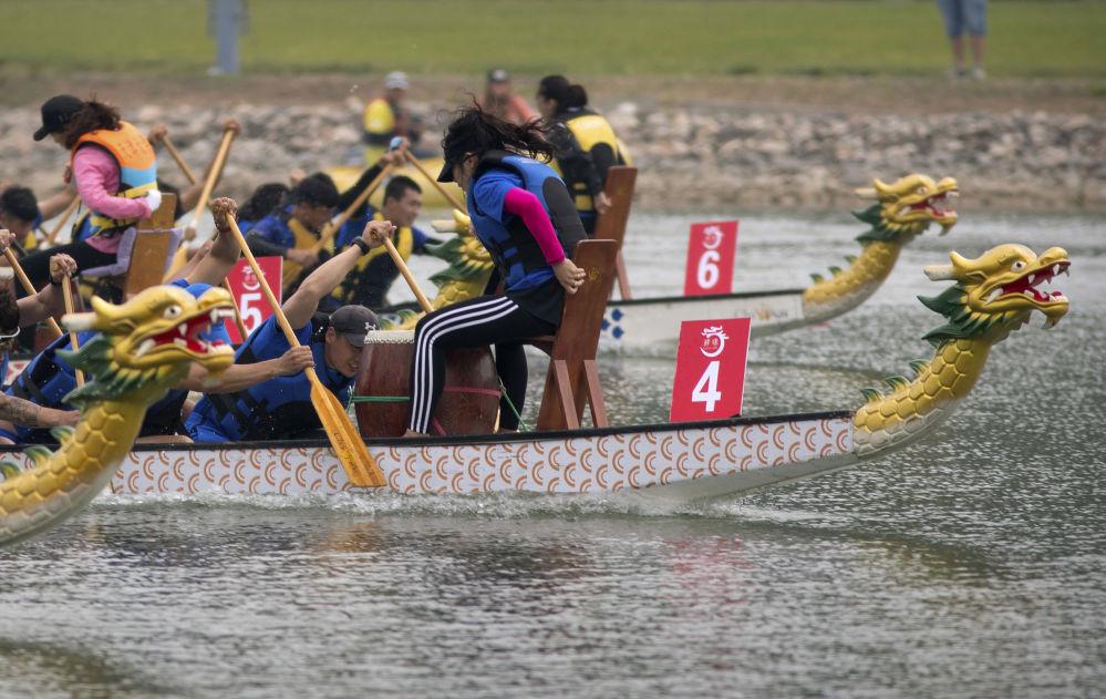 参加北京龙舟赛的龙舟队