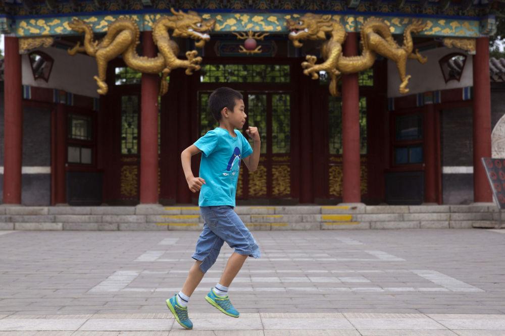 北京龙舟赛小观众