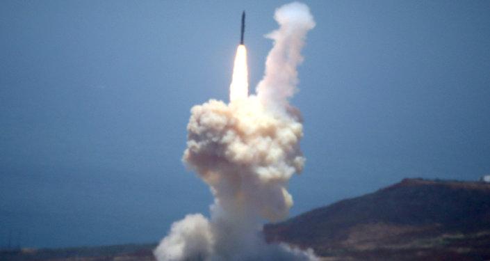 美国洲际导弹拦截测试成功