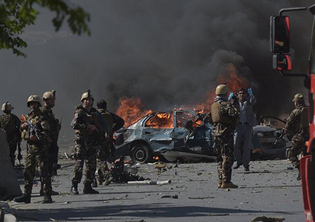 媒体:喀布尔爆炸遇难人数达到100人