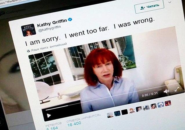美国一喜剧女演员为登出作弄特朗普的不雅照片而道歉