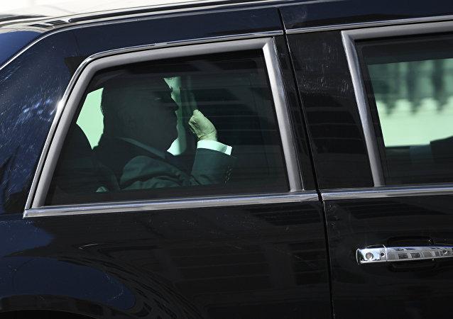 特朗普車隊在去印第安納波利斯機場的途中發生交通事故