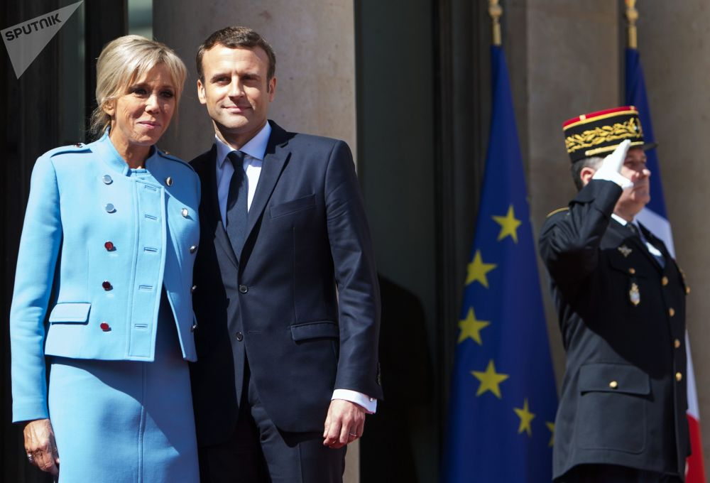 法国总统马克龙与他的夫人布丽吉特