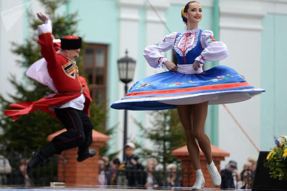 鞑靼斯坦俄罗斯民歌节的参与者们