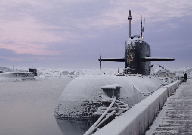 俄北方舰队司令:俄潜艇长期存在于北极冰层之下