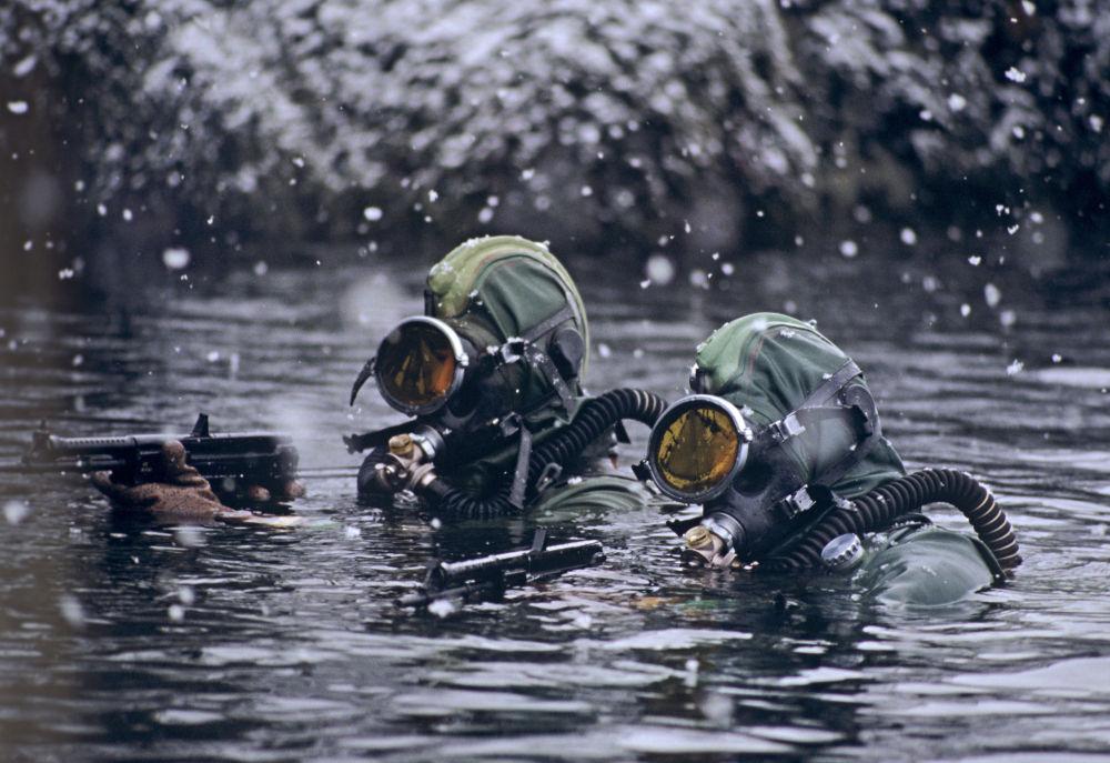 北方舰队水下破坏分队的战士。