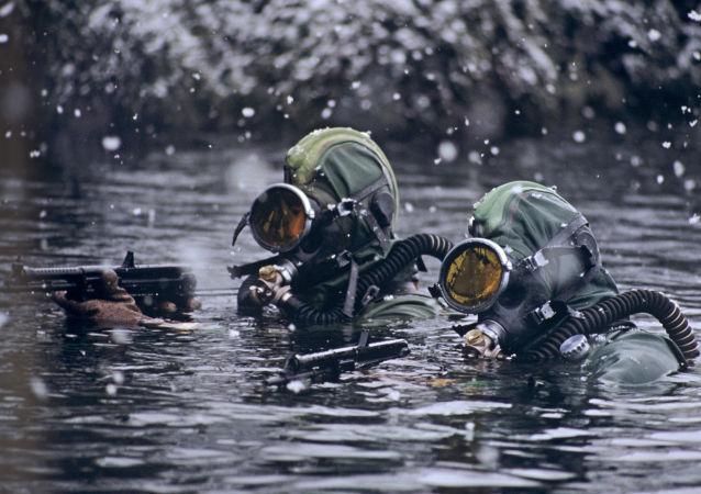 俄海軍首次對潛水員進行下潛400米訓練