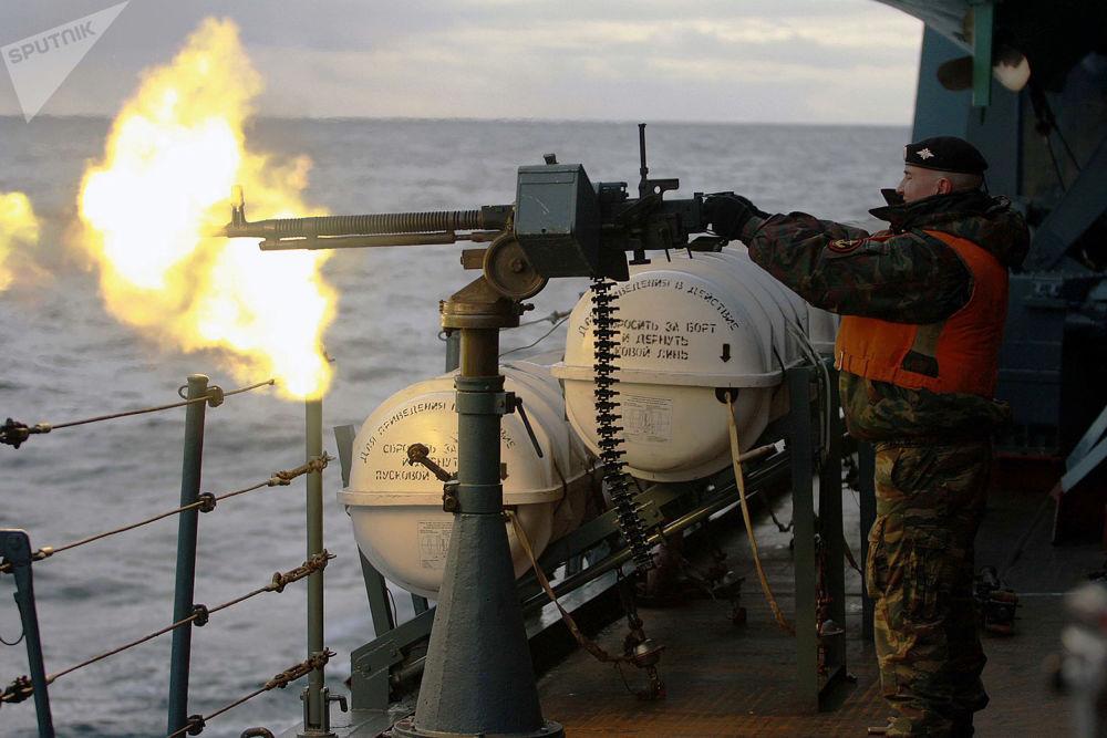 """军演中的""""彼得大帝""""号重型核动力导弹巡洋舰。"""